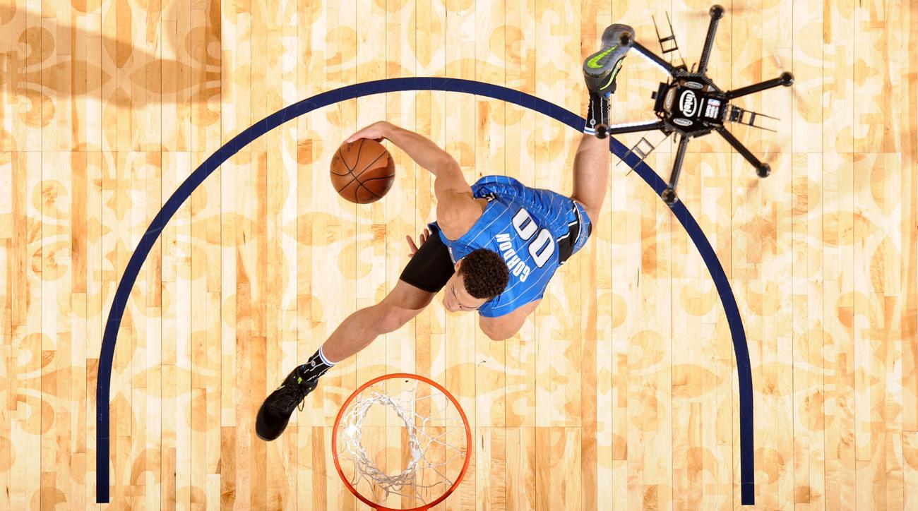 2017 NBA Dunk Contest: How Aaron Gordon\'s Drone Dunk Went Awry | SI.com