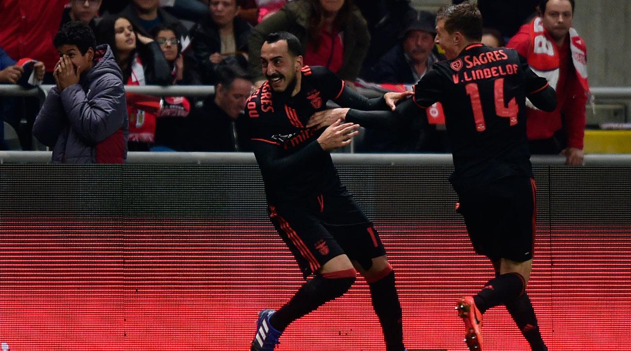 Kostas Mitroglu scores for Benfica vs. Braga