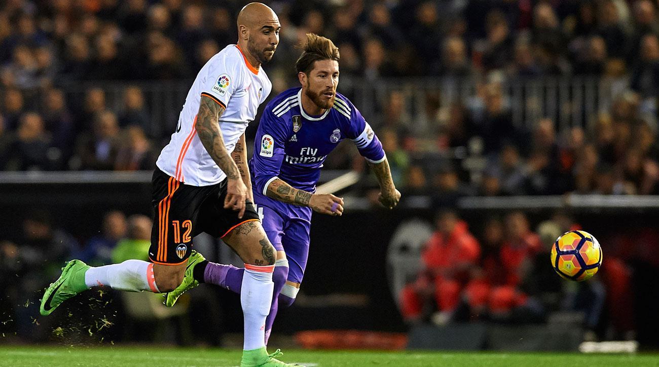 Simone Zaza scores for Valencia vs. Real Madrid