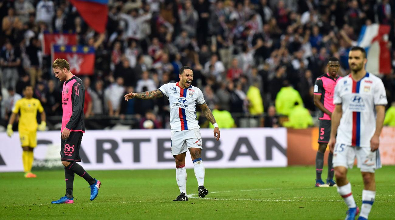 Memphis Depay scores from the center circle for Lyon