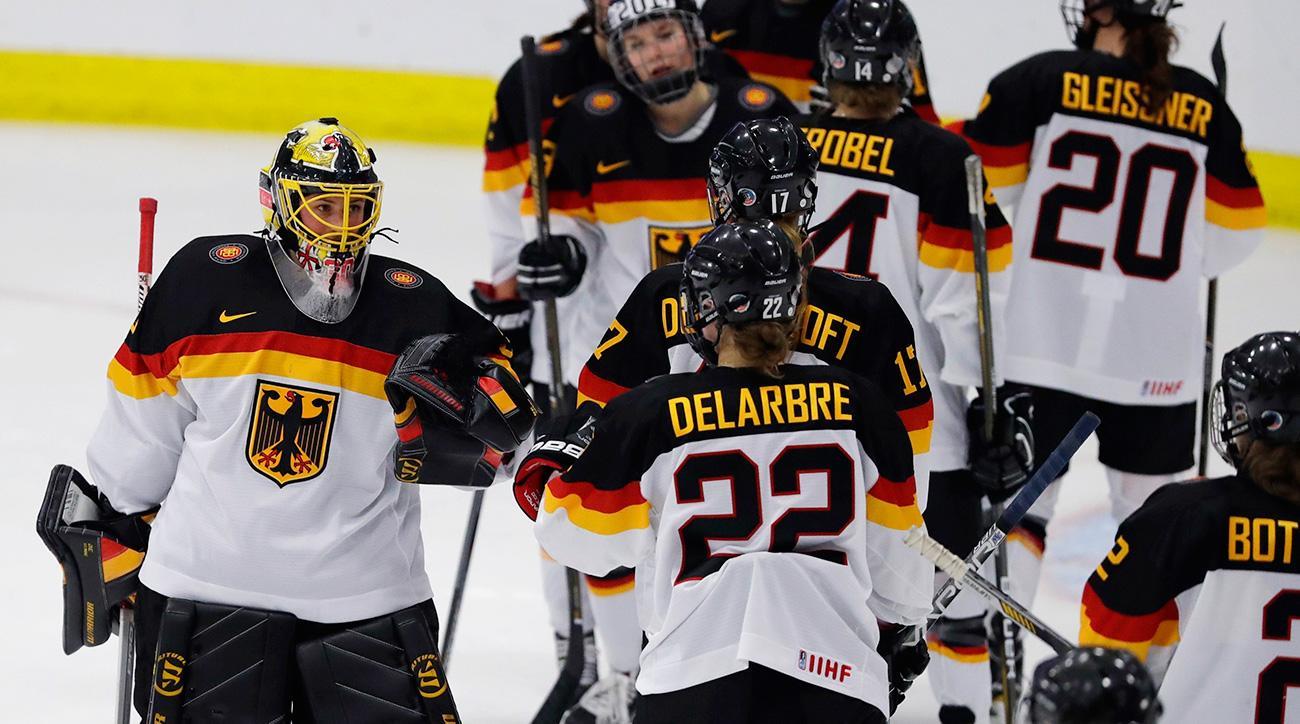 c88dabb4811 University of North Dakota cuts women s hockey
