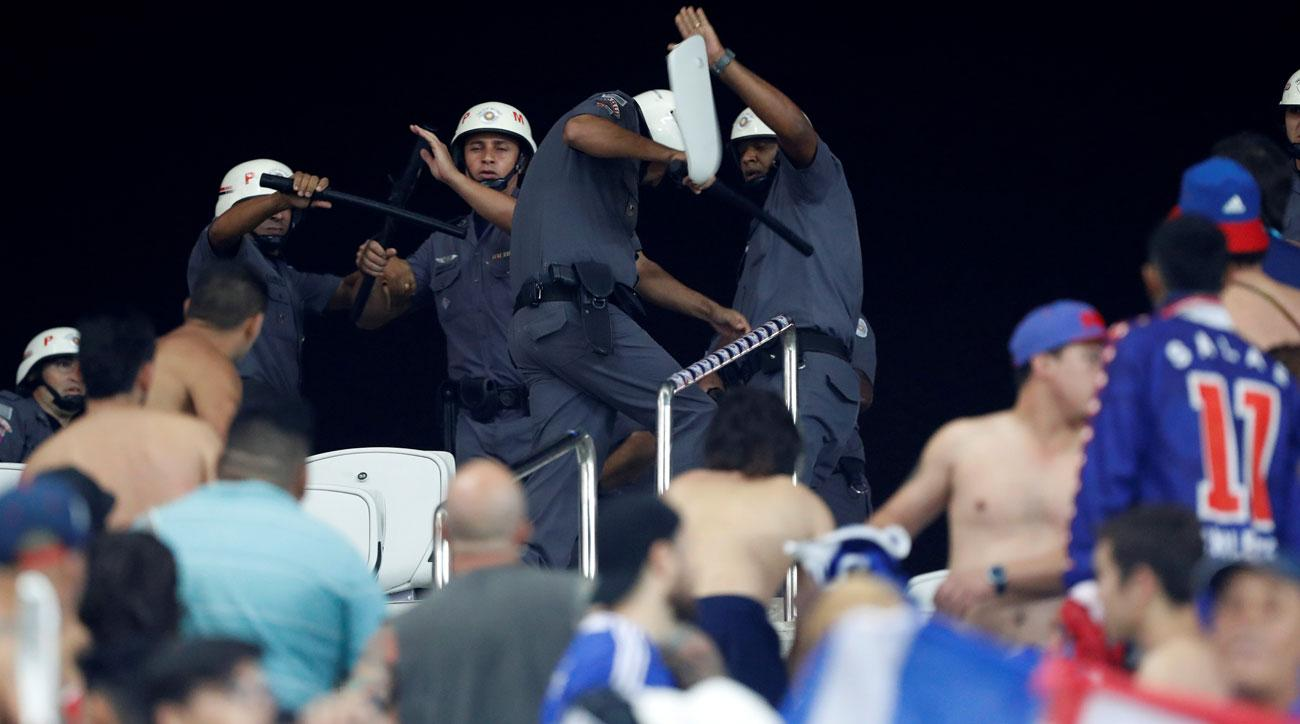 Universidad de Chile fans throw seats at police in Brazil