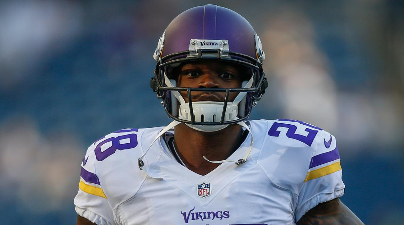 Adrian Peterson signs with Saints