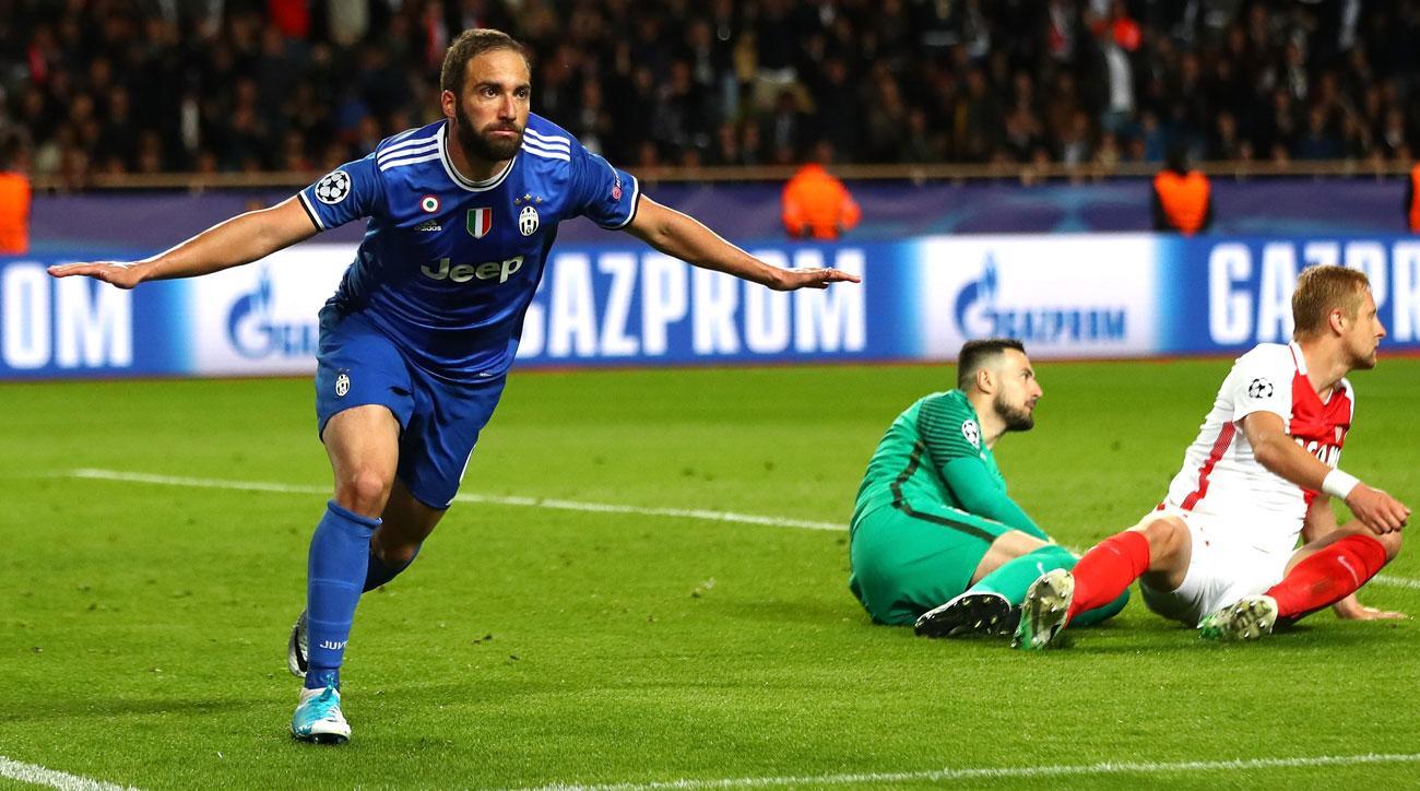 Gonzalo Higuain scores two goals for Juventus vs. Monaco