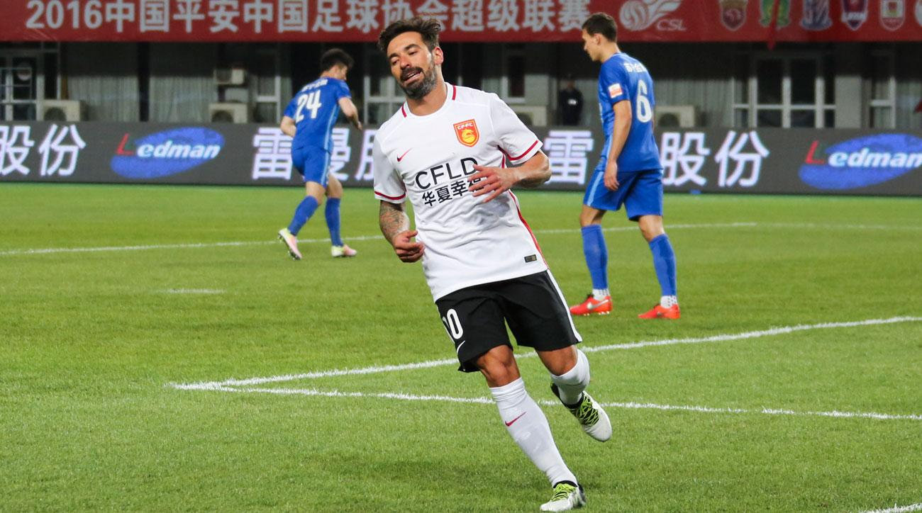 Ezequiel Lavezzi made a racist gesture in a promotion photo for his Chinese club