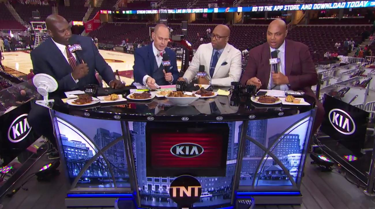 Shaq, Charles Barkley engage in substantive debate over who's a fat bum