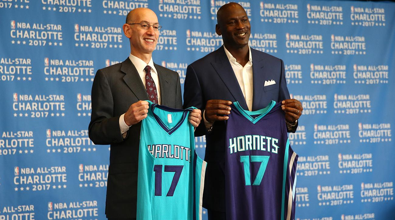 Ông Adam Silver và huyền thoại Michael Jordan tại lễ công bố đồng tổ chức sự kiện NBA All-Star 2019 tại thành phố Charlotte