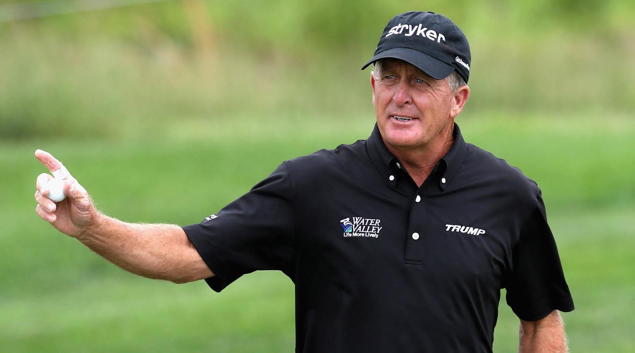 Fred Funk thanks the crowd on Thursday during the first round of the 2017 Senior PGA Championship.