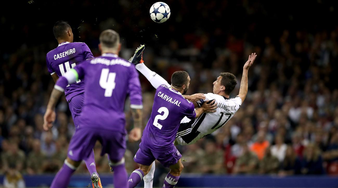 Super Mario Mandzukic s stunning overhead goal for Juve VIDEO