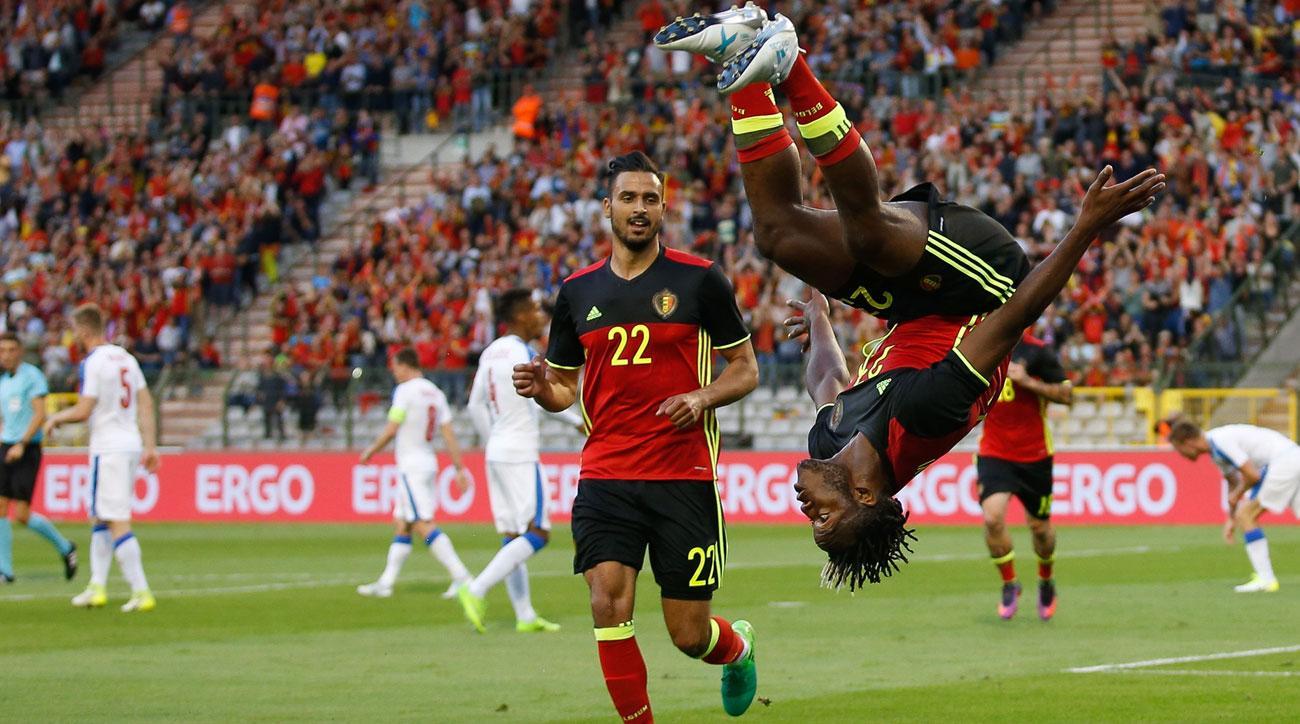 Michy Batshuayi scores for Belgium vs. Czech Republic