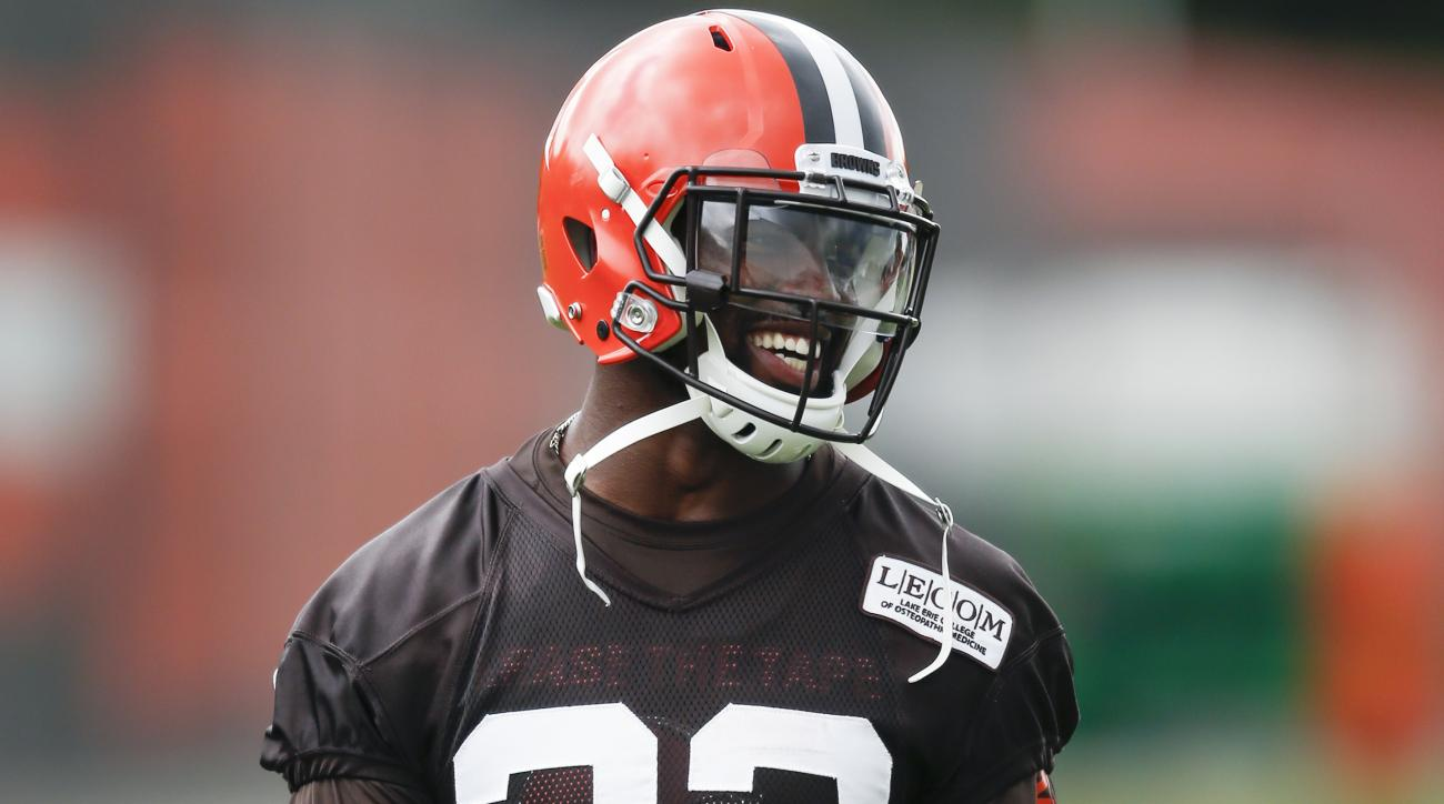 Browns release Tyvis Powell before he throws out first pitch for Indians