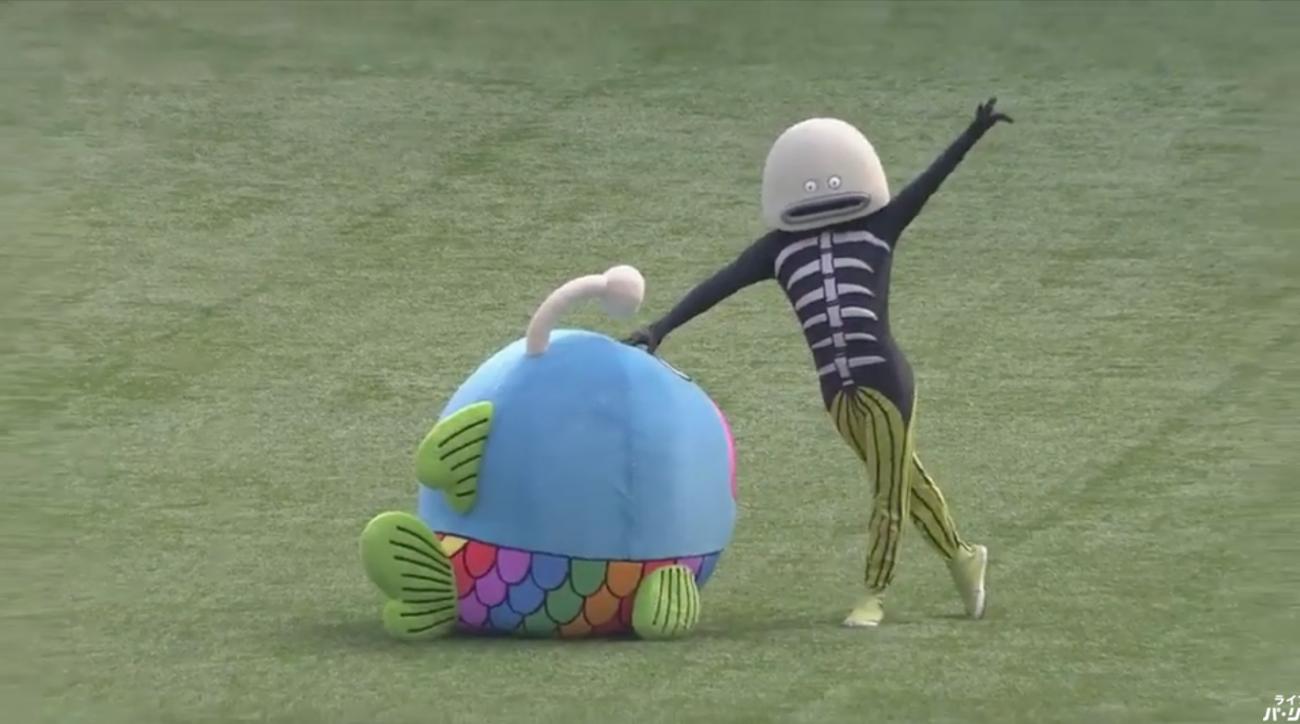 Chiba Lotte Marines mascot assumes its third form (video)