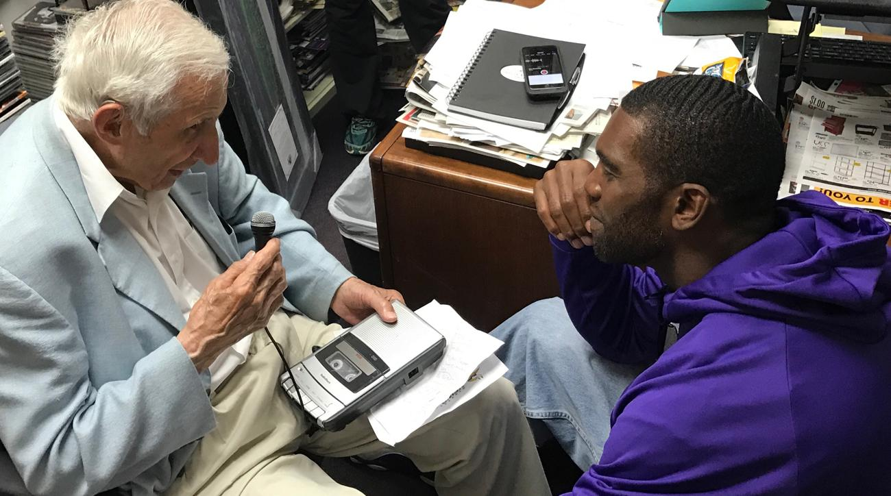 Longtime Vikings writer Sid Hartman interviewed Randy Moss, who will be inducted into the team's Ring of Honor this fall.