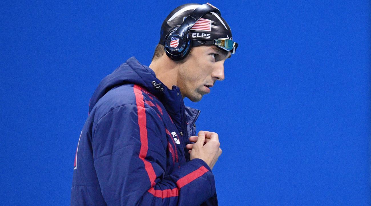 Michael Phelps racing Great White