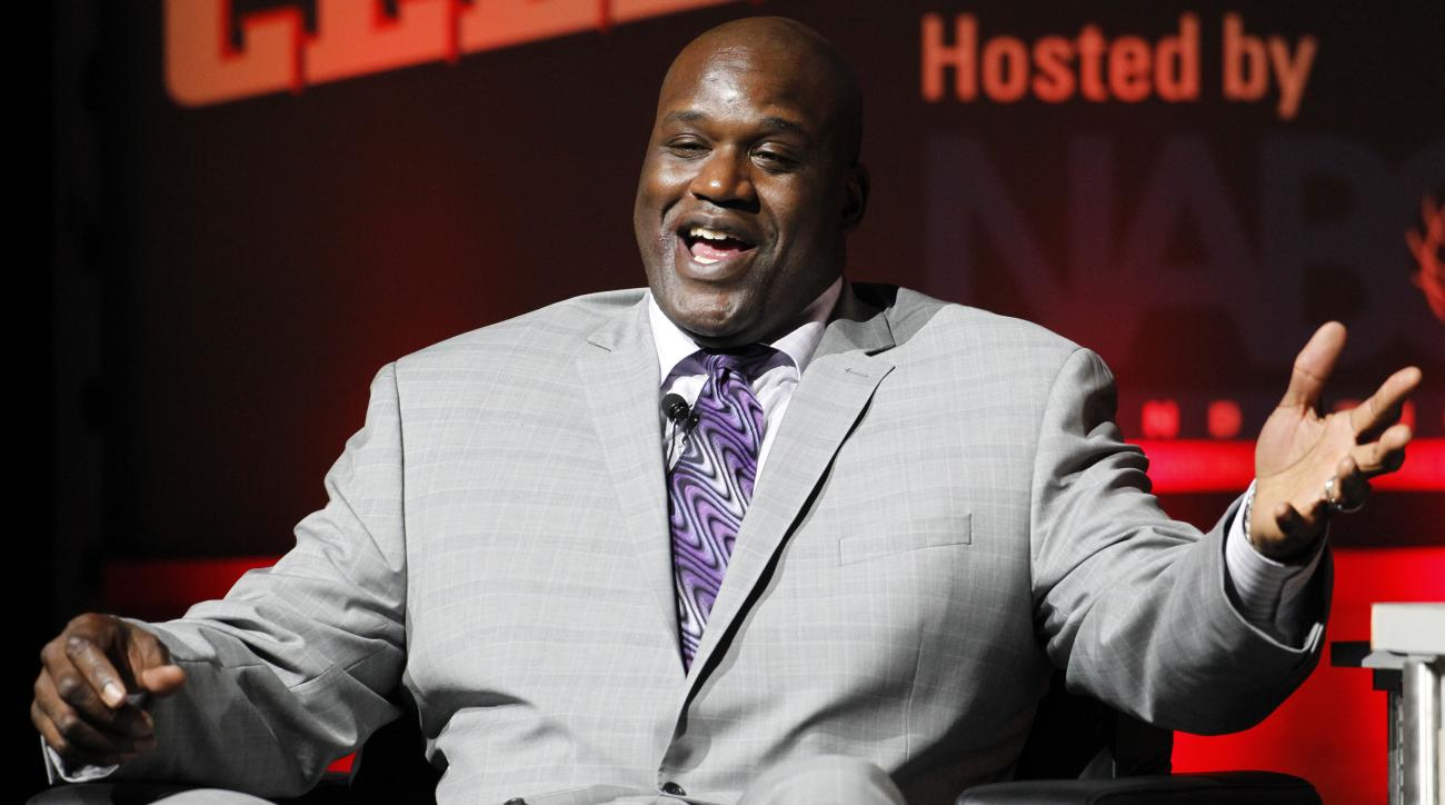 Shaq calls out LaVar Ball while lip-syncing Carrie Underwood