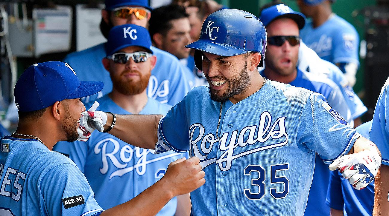 Padres Trade 3 Pitchers To Royals