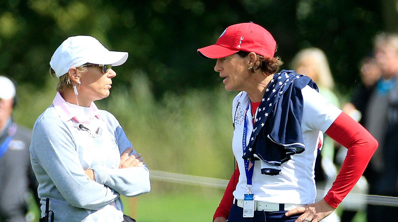Annika Sorenstam, a European Team vice captain, talks with U.S. captain Juli Inkster on the 18th hole during the 2015 Solheim Cup.