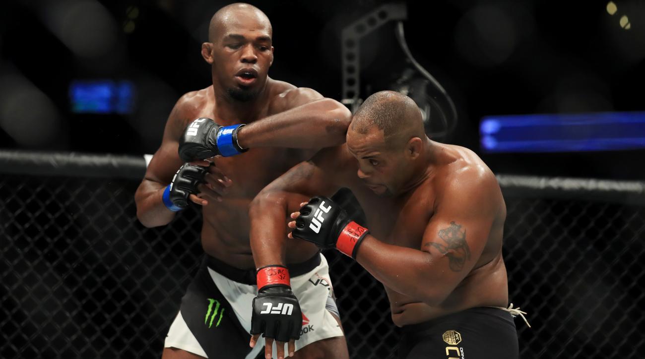 Daniel Cormier: UFC fighter apologizes to ref | SI.com