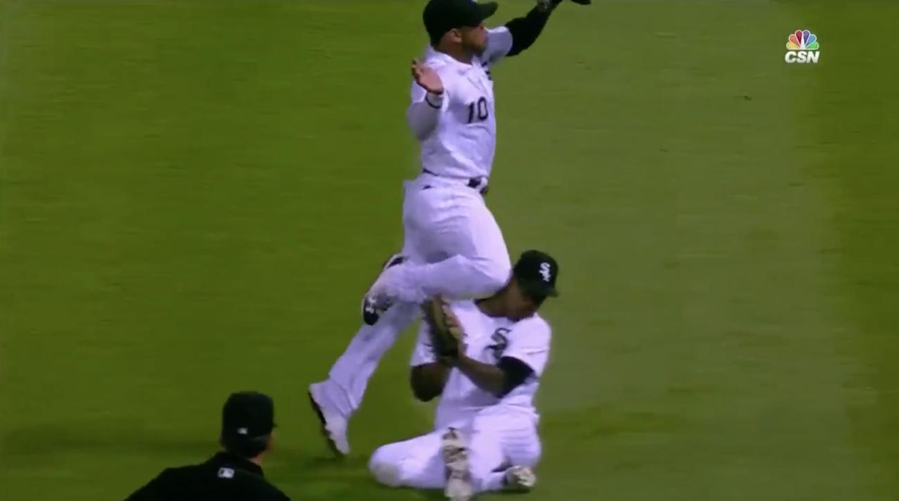 Yoan Moncada injury: White Sox 2B hurts knee (video)