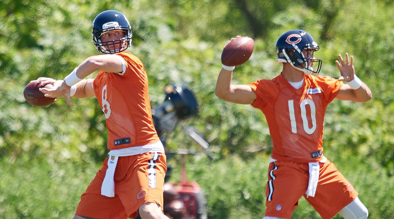 Chicago Bears quarterbacks Mike Glennon (l.) and Mitchell Trubisky.