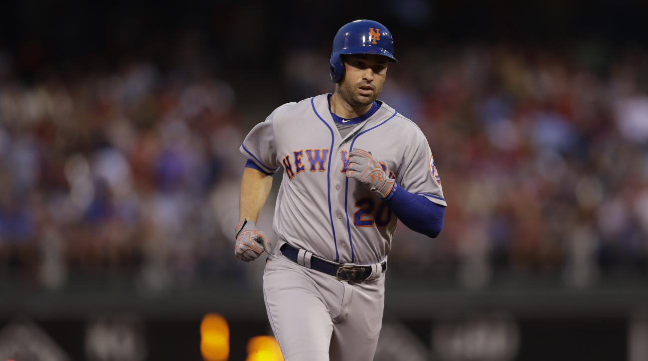 Mets dealing veteran Neil Walker to the Brewers