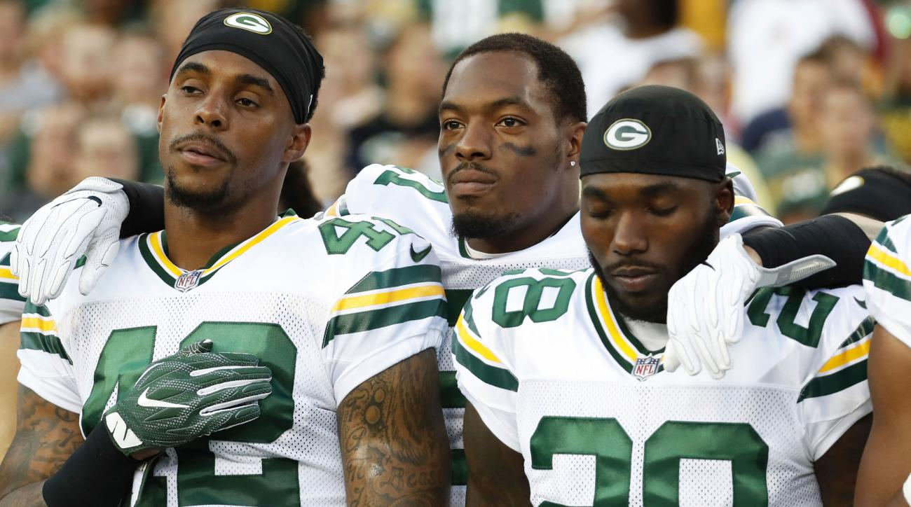 Ha Ha Clinton Dix honored slain police on his shoes
