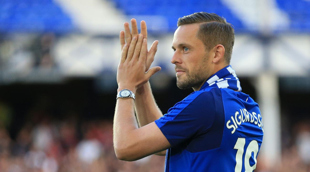 Gylfi Sigurdsson scores ridiculous first Everton goal video