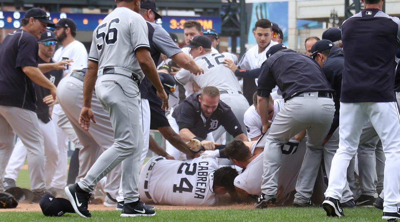 Yankees-Tigers brawl: Miguel Cabrera fights Austin Romine