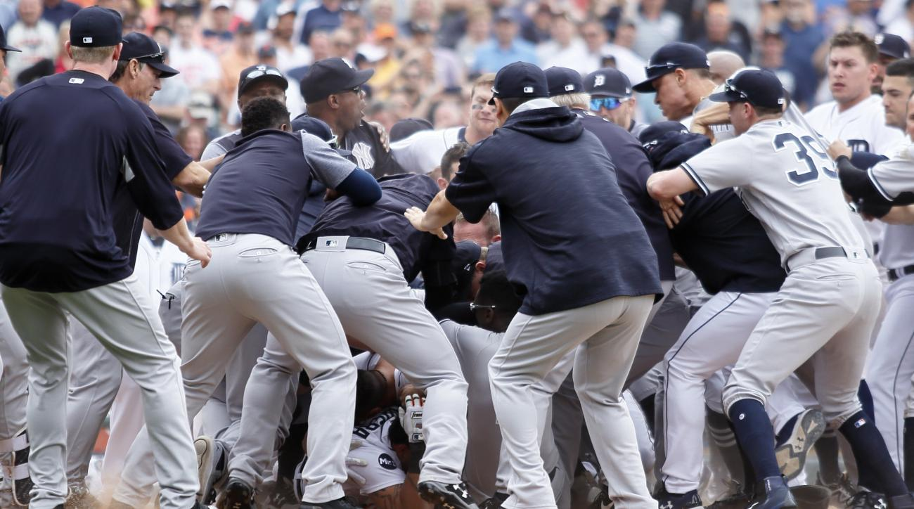 Tigers, Yankees in bench-clearing brawl; Miguel Cabrera, 3 others ejected