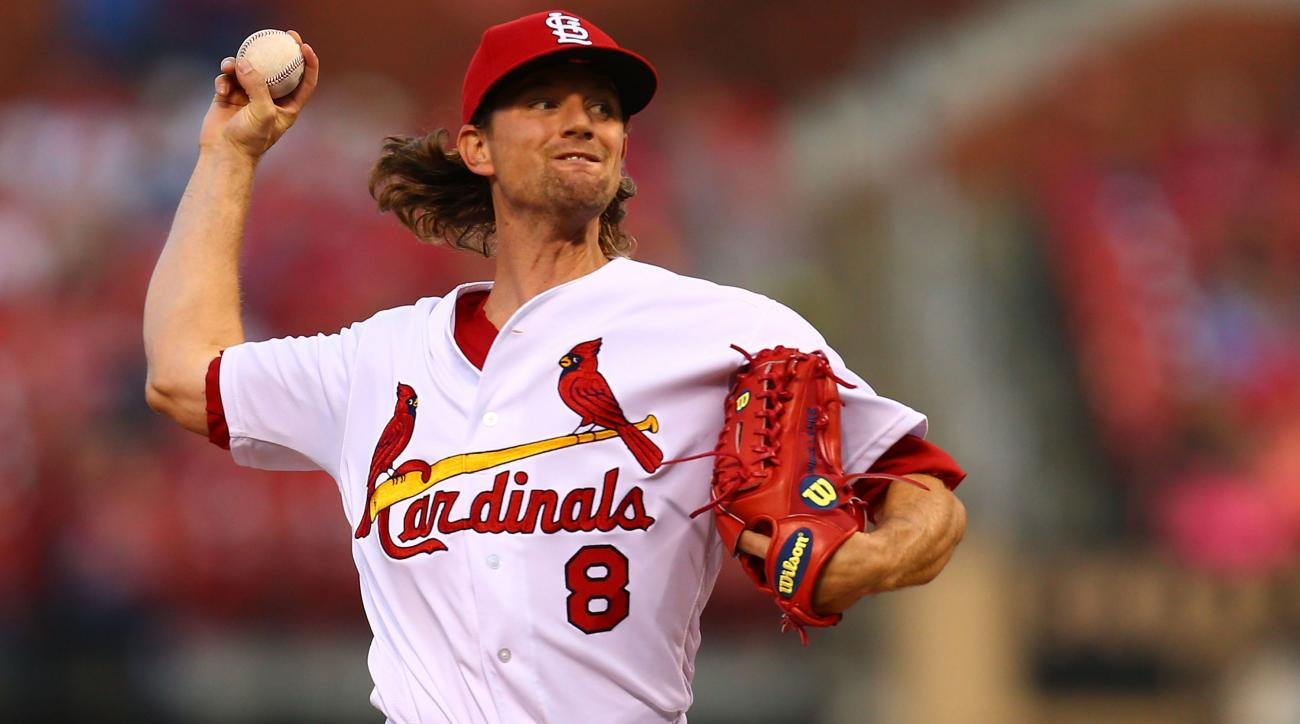 Mariners acquire RHP Mike Leake from Cardinals