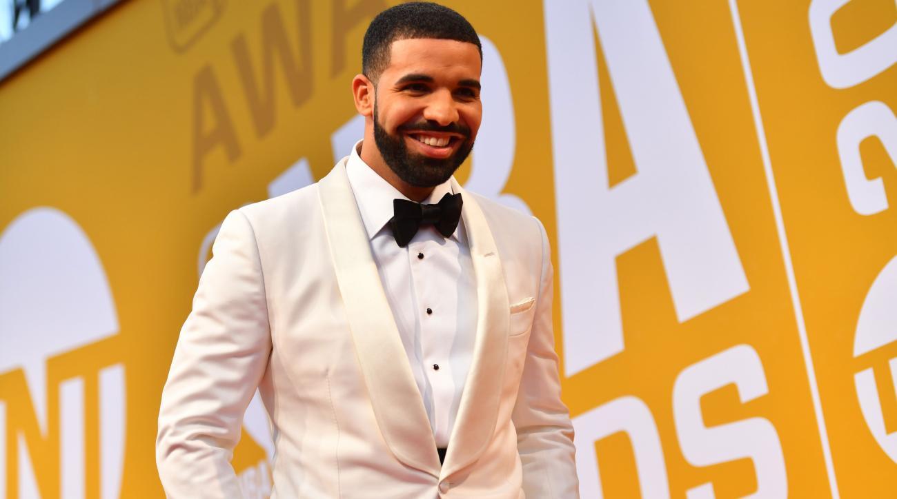Drake Donates 200k To Jj Watts Houston Relief Efforts Si