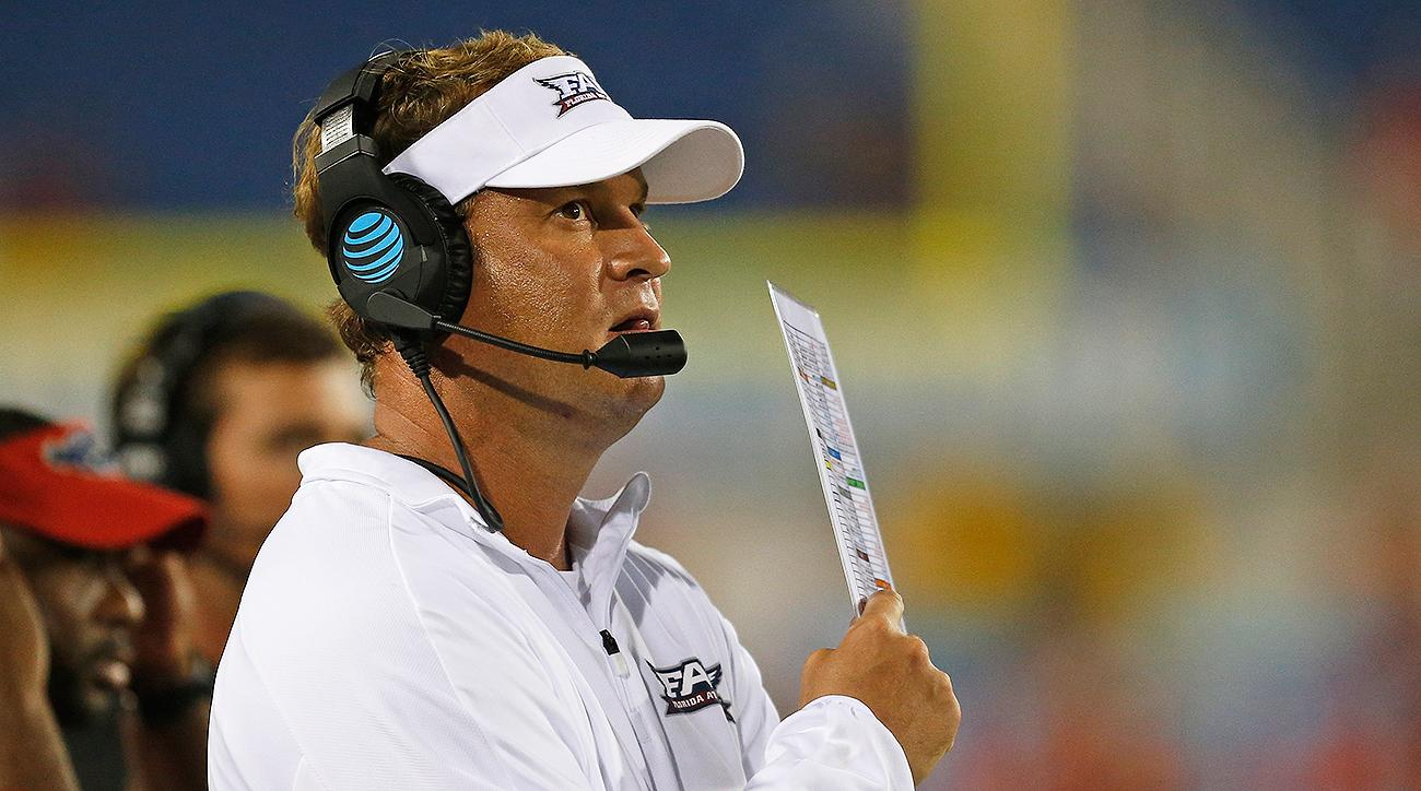 Lane Kiffin's tradition of signaling a TD mid-play continues at FAU