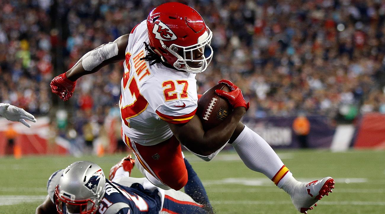 Chiefs RB Kareem Hunt sets NFL rookie yardage record  bfa431e9a