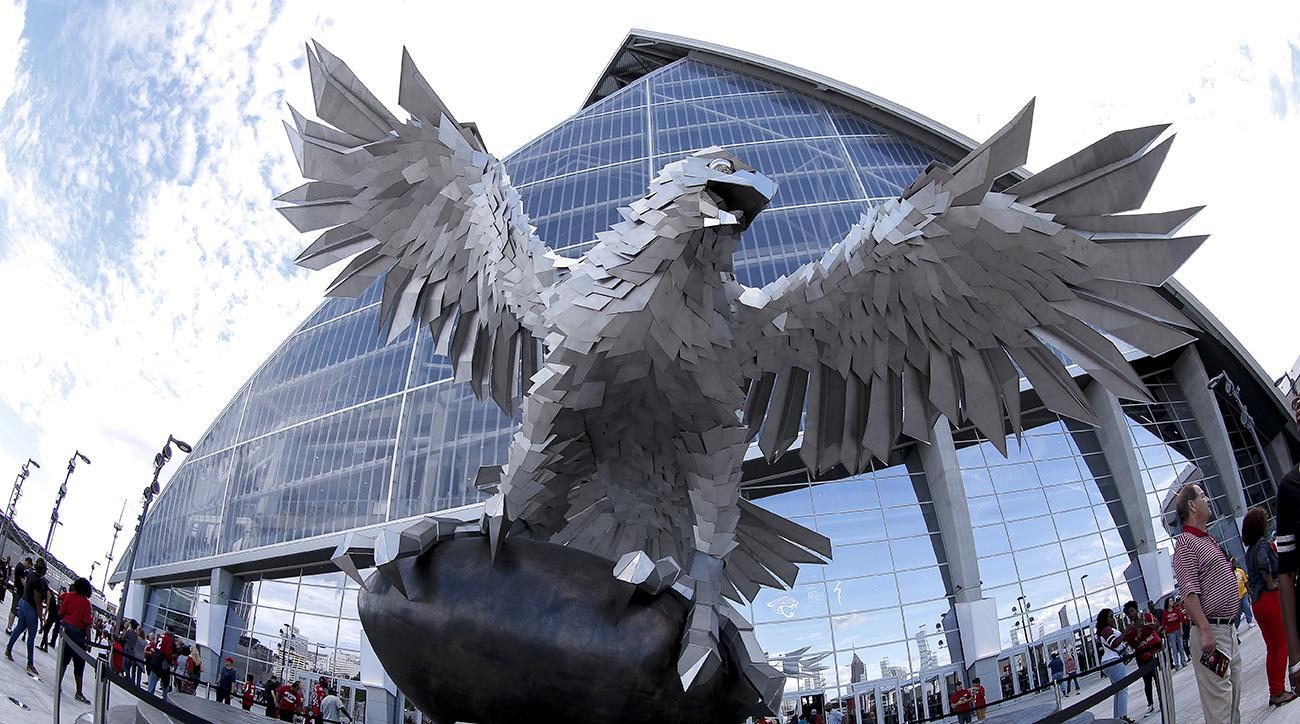 Atlanta s new stadium mercedes benz dome for Mercedes benz stadium falcon statue