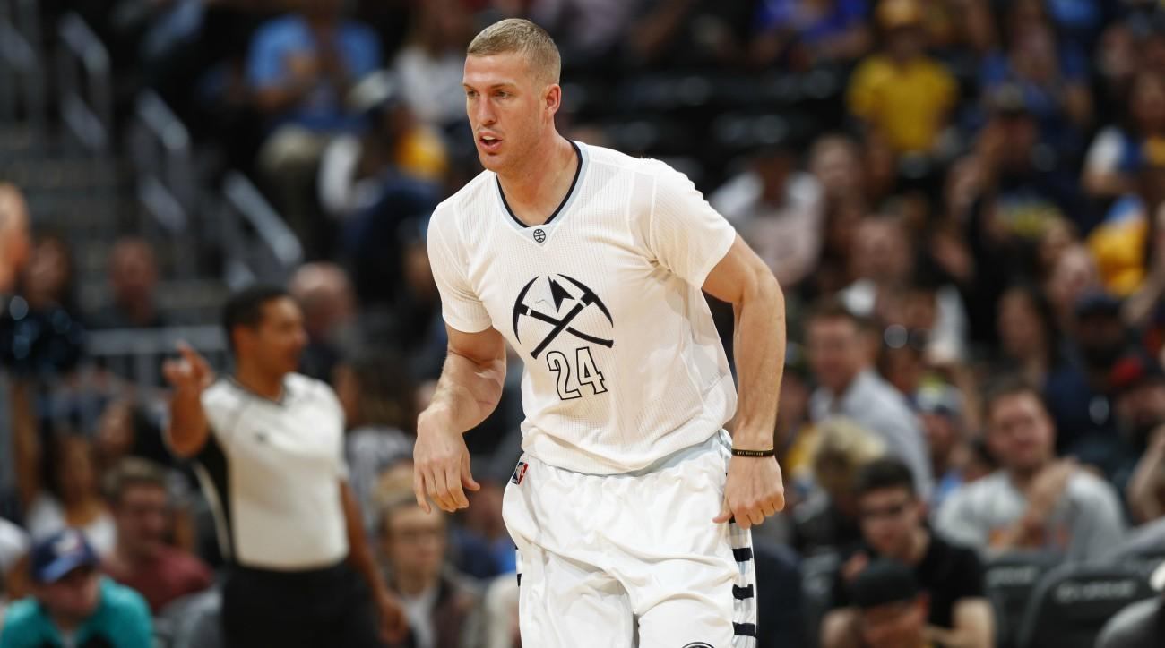 Mason Plumlee returning to Nuggets on 3-year deal, report says