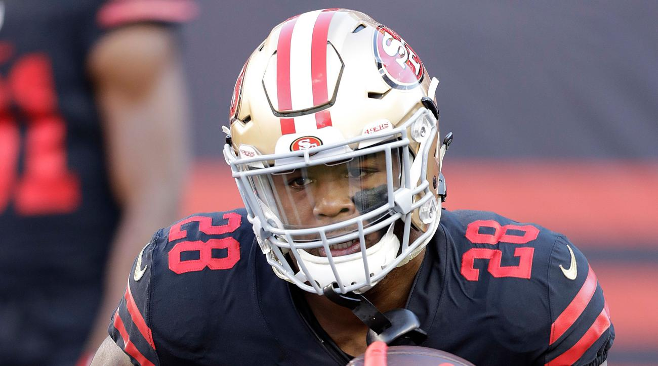 Carlos Hyde leaves in first quarter with hip injury, returns