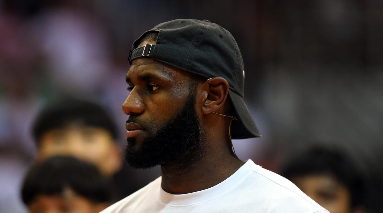 LeBron James responded to Donald Trump's tweet that rescinded Steph Curry's White House invitation.