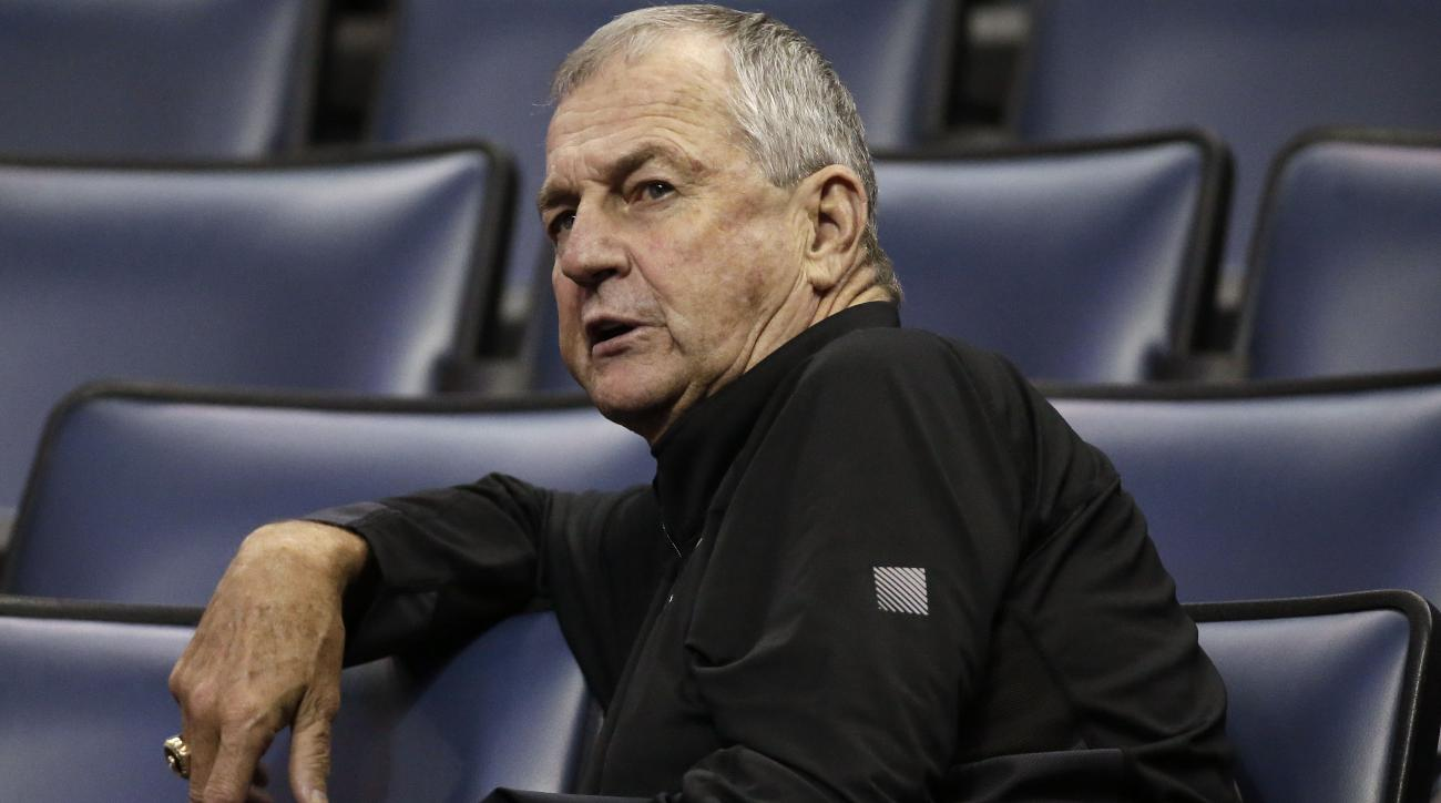 Jim Calhoun returns to college basketball at Division III St. Joseph