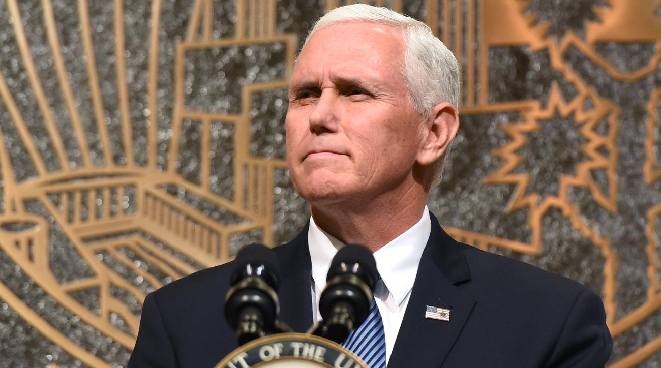 mike pence leaves colts game national anthem protests