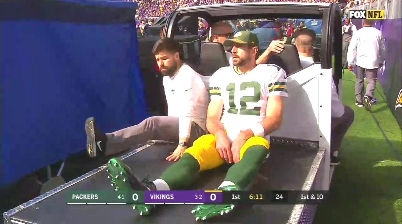 Aaron Rodgers Packers QB has apparent shoulder injury