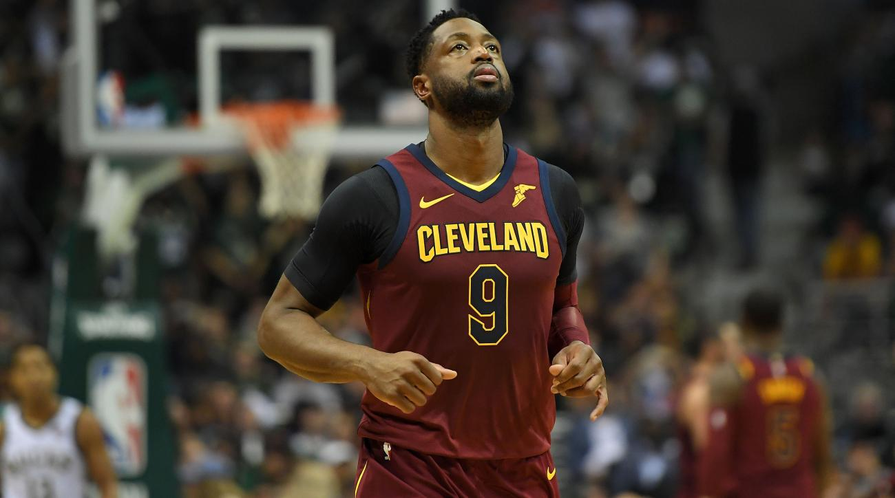 Watch Dwyane Wade, Kevin Love's hilarious handshake fail