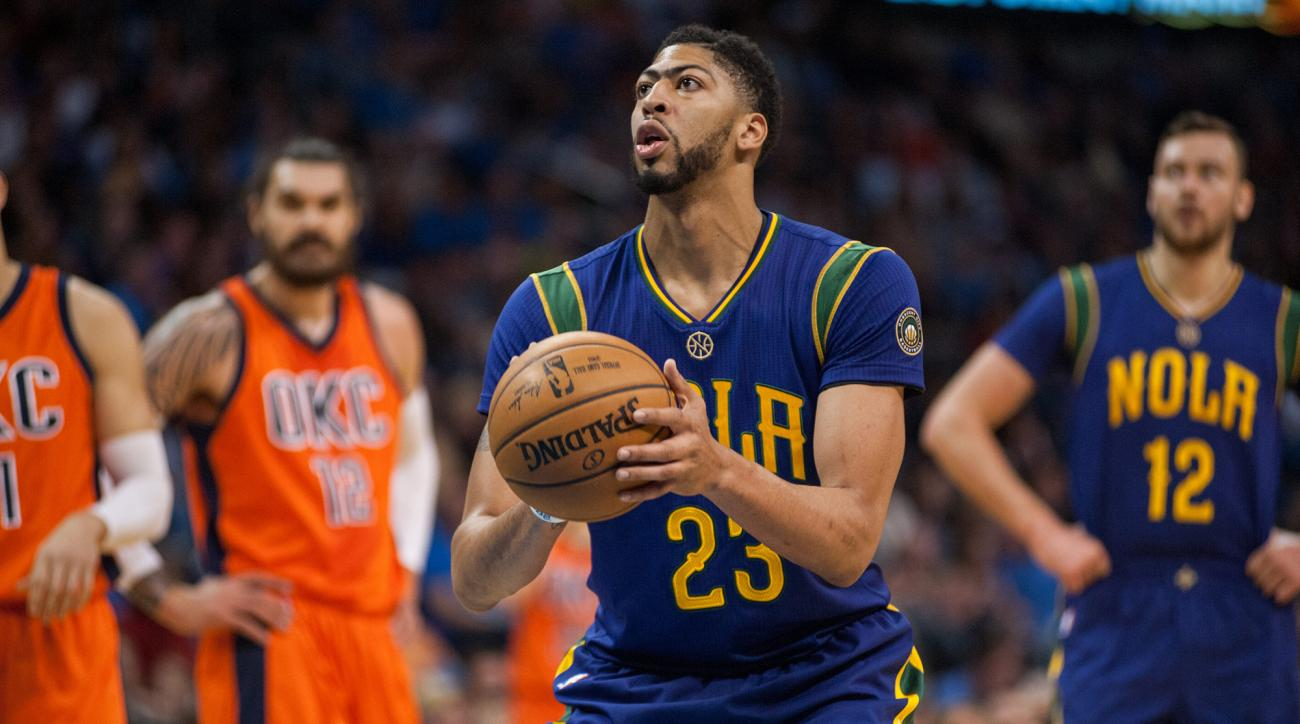Pelicans' Anthony Davis undergoing MRI after injuring knee early vs. Trail Blazers