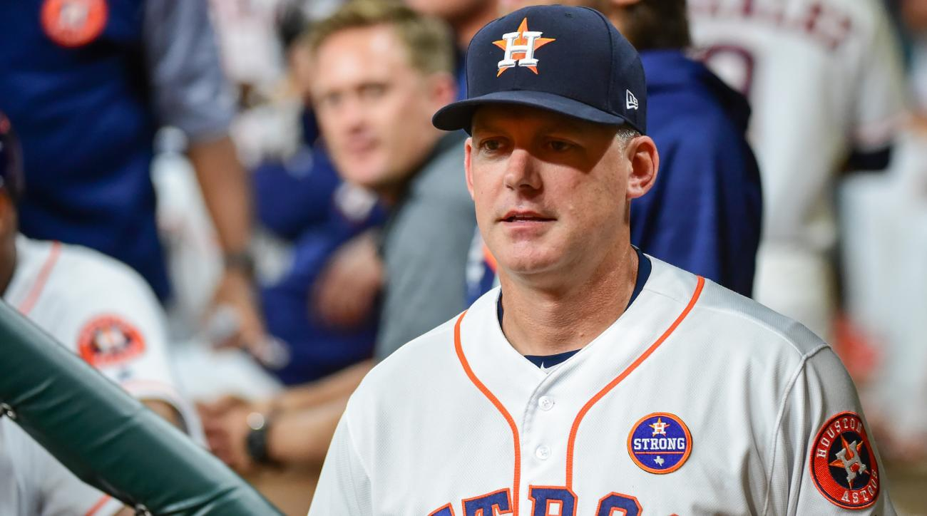 Astros manager AJ Hinch denies hotel bar altercation with Dodgers fans
