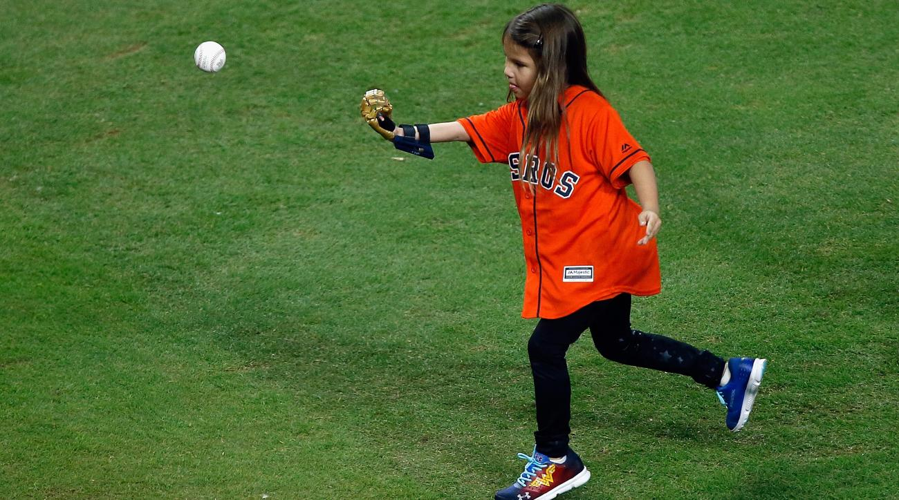 World Series first pitch: Hailey Dawson uses 3D-printed hand