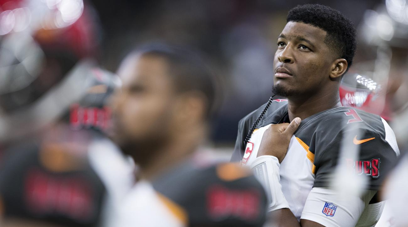 Jameis Winston injury news Buccaneers QB shoulder update