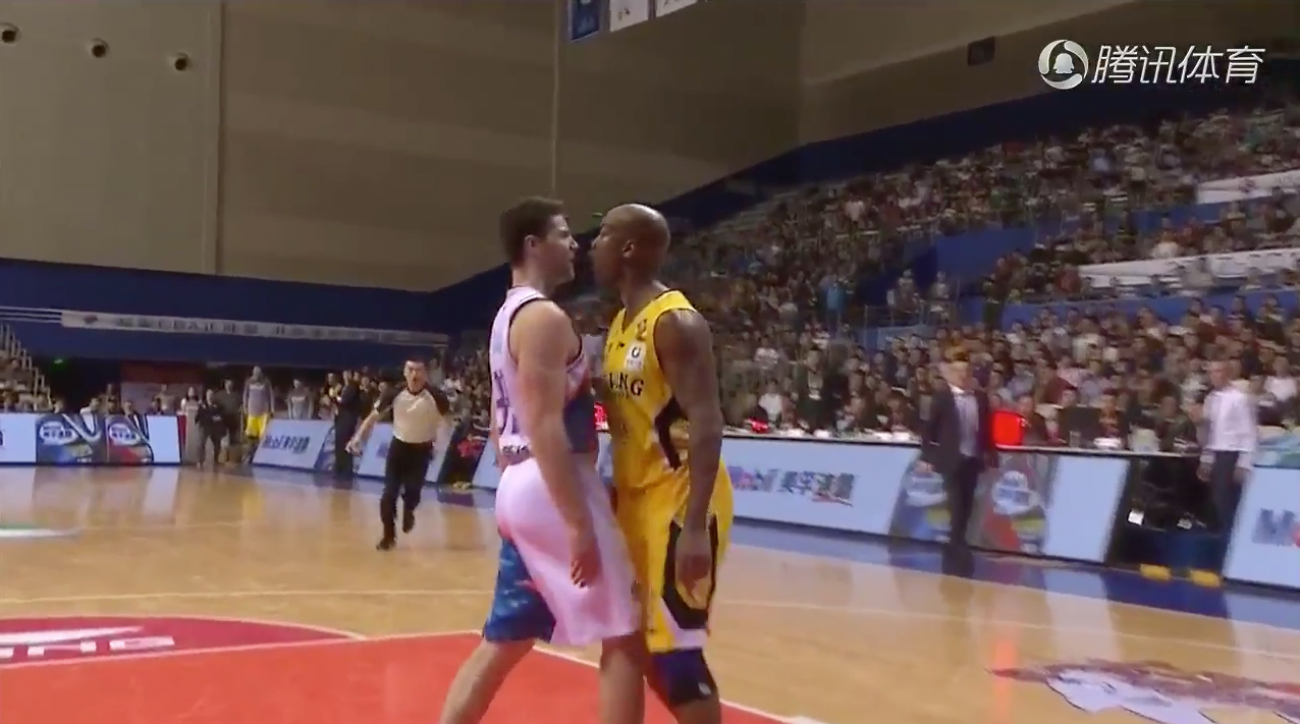Jimmer Fredette and Stephon Marbury scuffle during game in China