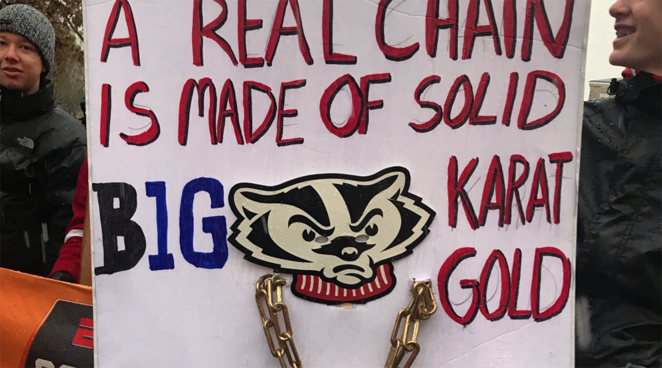 Top 25 College Football Standings >> Wisconsin's best College GameDay signs | SI.com