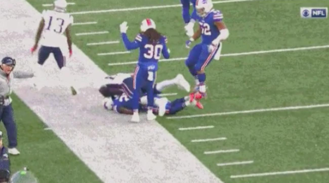 Rob Gronkowski slams into Bills player, not ejected