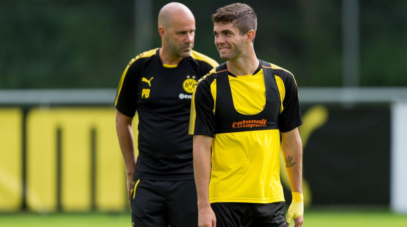 Christian Pulisic and Peter Bosz and Borussia Dortmund training