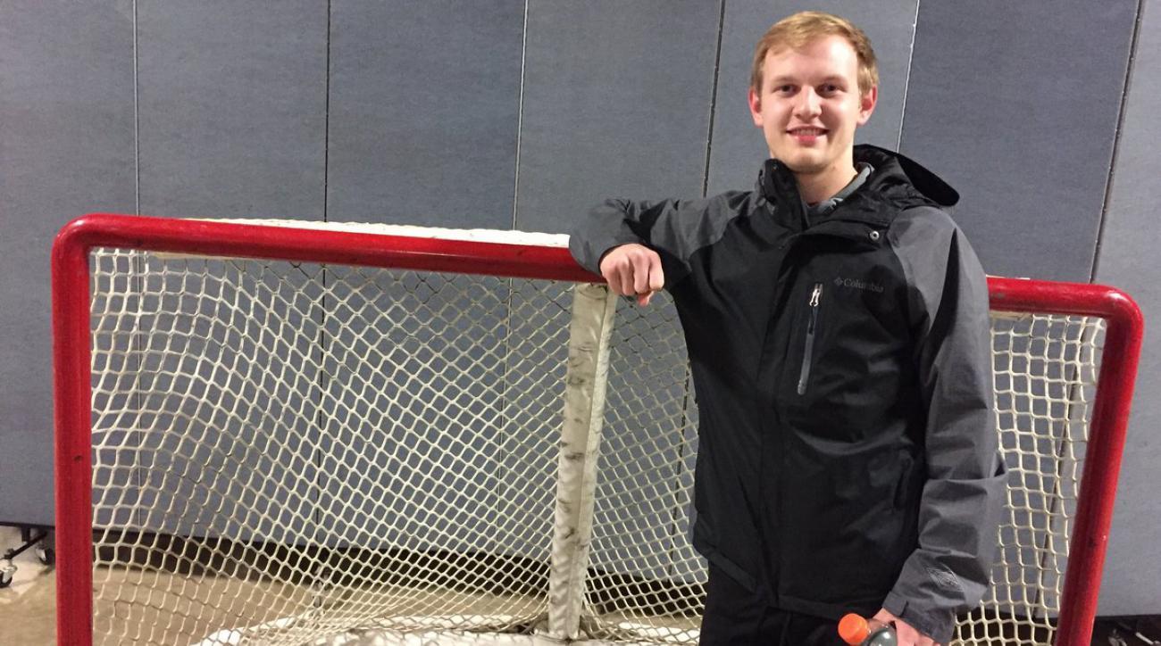 Blues call season-ticket holder for emergency goalie duty